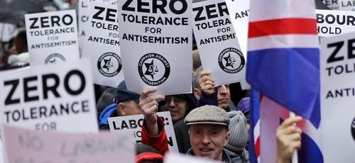 Antissemitismo leva manifestantes às ruas na Europa. (Foto: AFP)