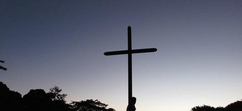 Firmado na cruz. (Foto: Jussara Romão/Unsplash)
