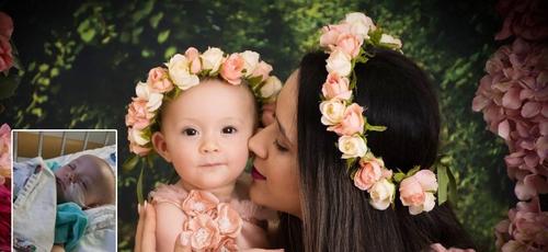 Noelma e sua filha Heloísa, agora livre do tumor na barriga. (Foto: Arquivo pessoal)
