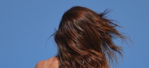 Os cabelos precisam de reparos após a temporada de verão. (Foto: Pixabay/Divulgação)