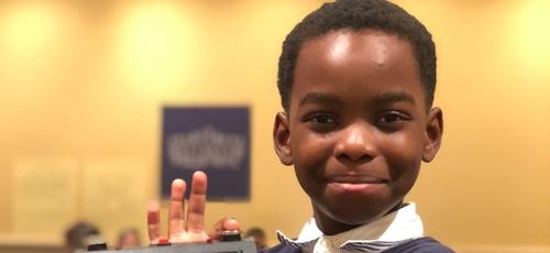Tanitoluwa Adewumi, de 8 anos, vivia com sua família nas ruas dos EUA. (Foto: Russell Makofsky)