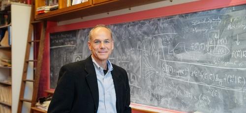 Físico brasileiro Marcelo Gleiser, vencedor do prêmio Templeton 2019. (Foto: Dartmouth College/Eli Burakiae/Divulgação)