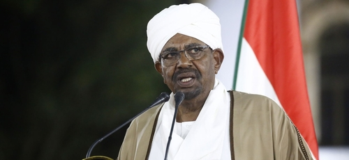 Omar al-Bashir durante um pronunciamento à nação sudanesa. (Foto: Ashraf Shazly/AFP)