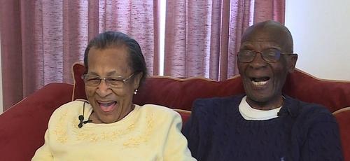 Willie, 100 anos e Daniel, 103 anos, celebram 82 anos de casados. (Foto: Reprodução/WCNC)
