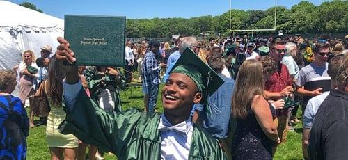 Thalles Winner Silva de Souza se formou na escola secundária Dennis-Yarmouth Regional, em Massachusetts. (Foto: Reprodução/Facebook)