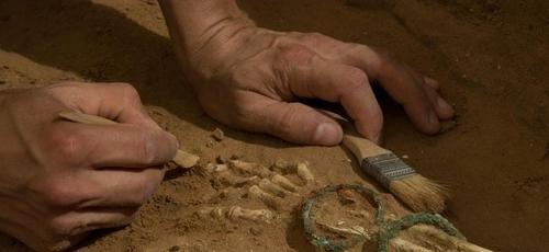 Escavações feitas em cemitério filisteu na cidade de Ascalão. (Foto: Melissa Aja/Leon Levy Expedition)