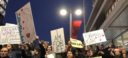 Protestos contra legislação favorável ao aborto, em Sydney. (Foto: Reprodução/Eternity)