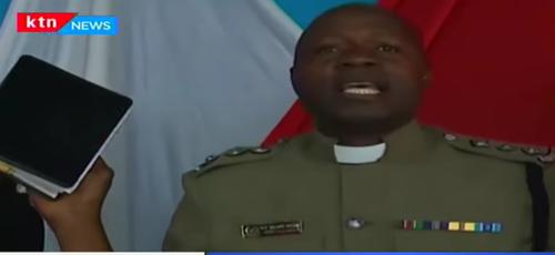 O inspetor-chefe William Sifuna também é pastor no Quênia. (Foto: Reprodução/KYN News)
