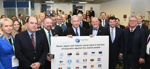 Primeiro-ministro Benjamin Netanyahu em reunião com membros da Israel Allies Foundation. (Foto: Amos Ben-Gershom/GPO)