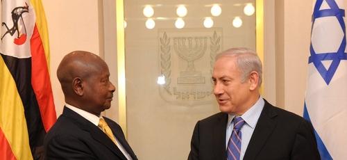 Presidente de Uganda, Yoweri Museveni, com o primeiro-ministro de Israel, Benjamin Netanyahu, em 2011. (Foto: Prime Minister of Israel)