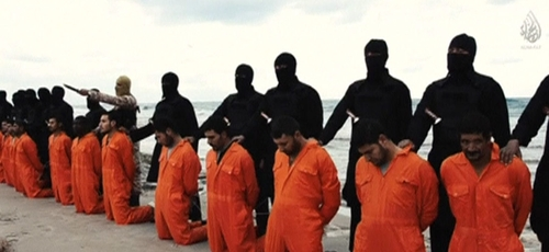 Cristãos executados pelo Estado Islâmico, em fevereiro de 2015. (Foto: Reprodução / Reuters)
