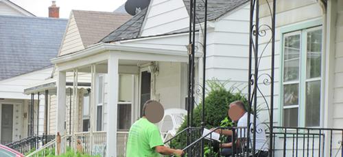 Daniel Ted evangeliza muçulmanos de porta em porta. (Foto: Reprodução/God Reports)
