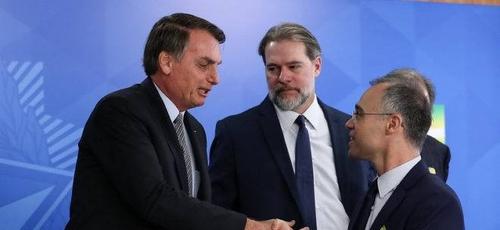 O presidente Jair Bolsonaro falou no nome do ministro da Justiça André Mendonça para ser o evangélico que ocupará uma das vagas que deve abrir em breve no STF. (Foto: Arquivo/Marcos Corrêa/PR)