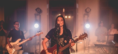 Kathlenn Bertelli, 19 anos, representa a nova geração na música cristã. (Foto: Rodrigo Stobäus)