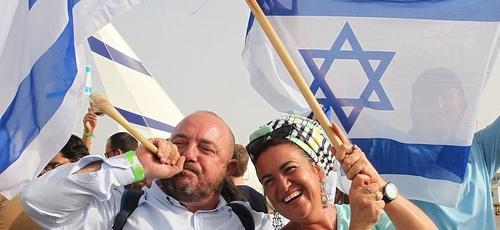 Novos imigrantes chegam a Israel. (Foto: Reprodução / KOKO)