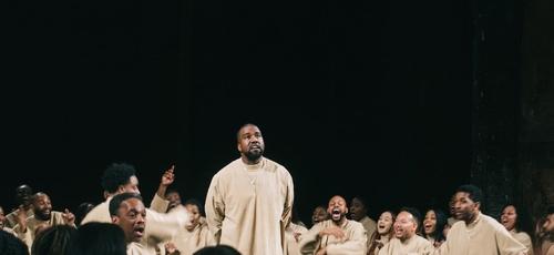 """Em outubro do ano passado, no Billboard Music Awards """"Jesus is King"""" já tinha sido premiado como melhor álbum cristão. (Foto: Reprodução/OnoBello)."""