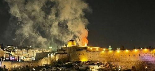 Incêndio foi provocado acidentalmente por palestinos no complexo de Al-Aqsa. (Foto: Reprodução/Israel Hayom)