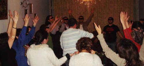 Membros da Igreja Perseguida no Irã adoram escondidos. (Foto: Reprodução / God Reports)