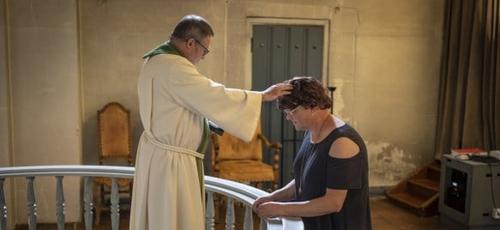 Elin Stillingen, um homem biológico, foi reconhecido pela igreja como uma mulher. (Foto: Nico Sollie/TV 2)