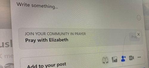 O novo recurso, disponível nos grupos privados, permite que os usuários façam pedidos de oração. (Foto: Reuters/Elizabeth Culliford/Ilustração).