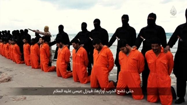 Em janeiro de 2015, 21 cristãos coptas foram degolados por terroristas do Estado Islâmico em uma praia da Líbia. (Imagem: Youtube)