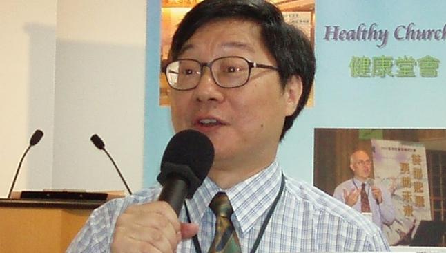 Pastor chinês durante pregação. (Foto: Reprodução / Pinterest)