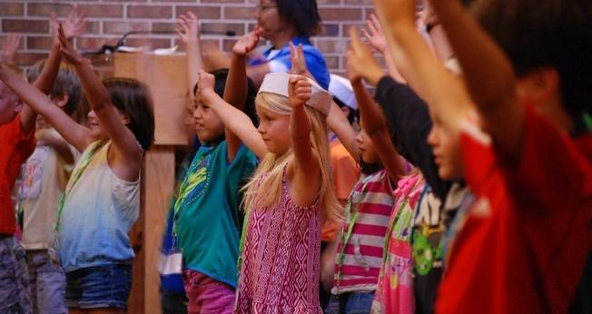 A Escola Bíblica de Férias é uma prática de diversas igrejas evangélicas em todo o mundo. (Foto: The Independent)
