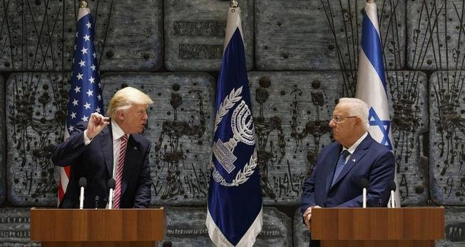 Donald Trump (esquerda) e Benjamin Netanyahu (direita). (Foto: Reuters)