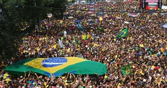 Evangélicos saem às ruas na Marcha para Jesus. (Foto: Reuters)