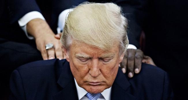 Metade dos evangélicos dos EUA acredita que Trump foi eleito pela vontade de Deus. (Foto: Bloomberg/Contributor/Getty Images)