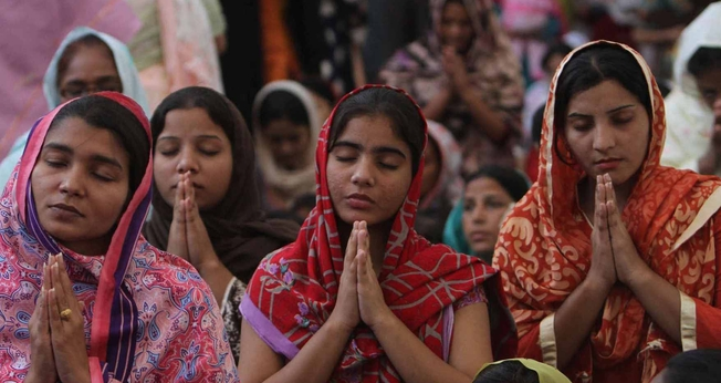 A ONG Movimento de Solidariedade e Paz estimou que entre 100 e 700 meninas cristãs são sequestradas, violentadas e forçadas a casamentos islâmicos no Paquistão todos os anos. (Foto: Pakistan Megachurch)