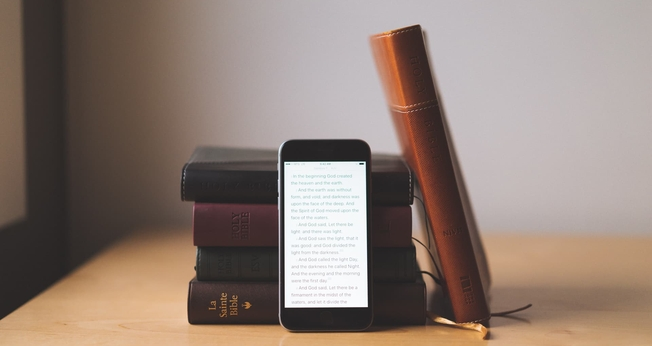 SBB e YouVersion lançam Bíblia impressa com recursos digitais. (Foto: Reprodução/The Sweet Setup)