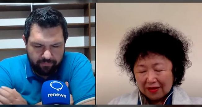 Nise Yamaguchi orou pelo Brasil durante uma live com o jornalista Oswaldo Eustáquio. (Imagem: Youtube / Reprodução)
