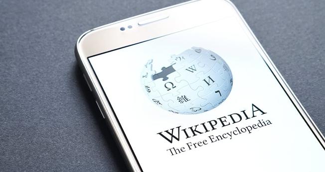 Wikipédia decidiu proibir que seus editores expressem apoio ao casamento tradicional. (Foto: Getty Images)
