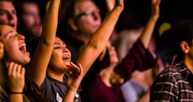 Pesquisa diz que jovens são mais engajados em sua fé do que outras gerações. (Foto: Damion I. Hamilton)