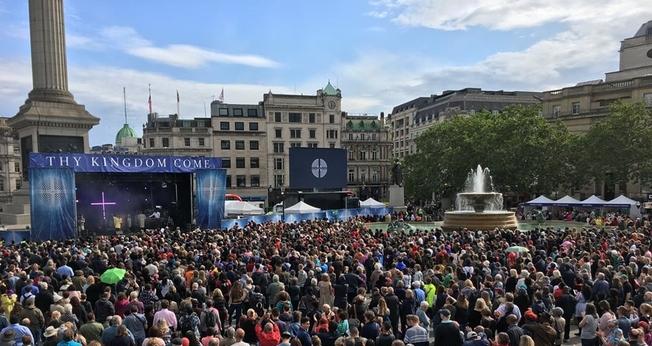 Milhares de cristãos se reuniram na Trafalgar Square, praça mais importante do centro de Londres. (Foto: Thy Kingdom Come)