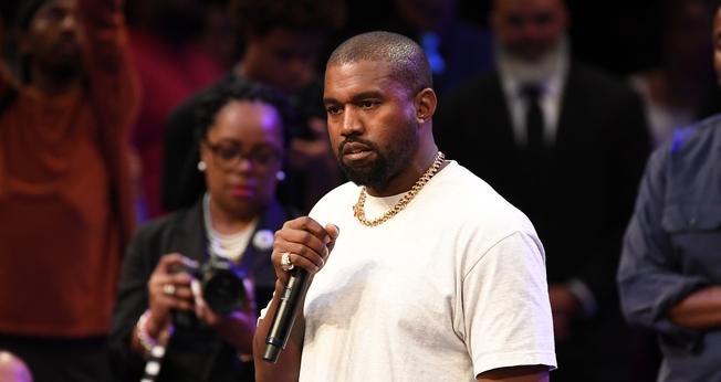 Kanye West tocou músicas e compartilhou uma mensagem de fé na Igreja Batista Missionária New Birth. (Foto: Paras Griffin)