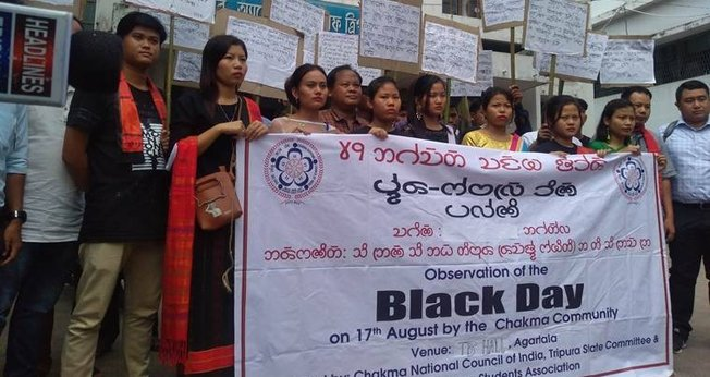 """Protestantes no """"Black Day"""" em Bangladesh, em 2016. (Foto:The Indian Express)."""