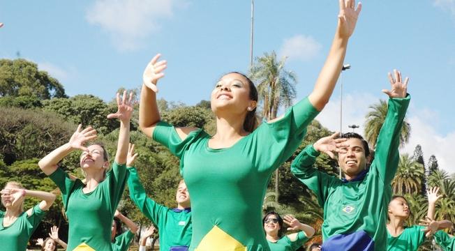 Confira as fotos do Flash Mob de dança em prol da paz na Copa