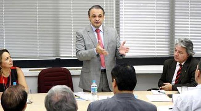 Roberto de Lucena - reunião