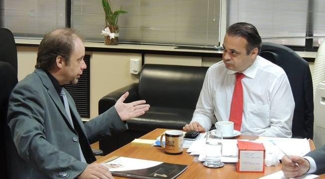 Deputado Roberto de Lucena recebe a equipe do Salão Internacional Gospel