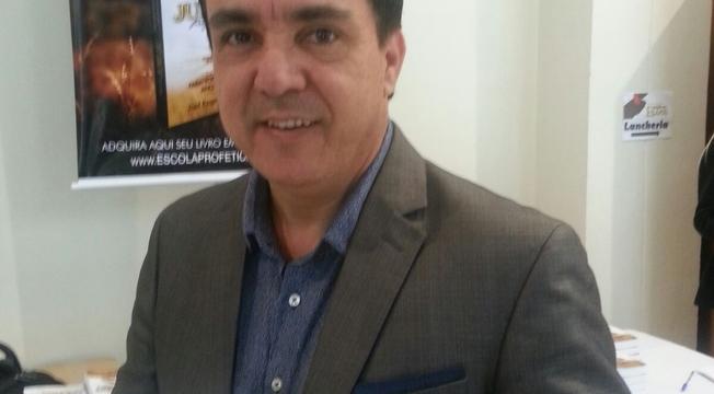 Pastor Édino Melo