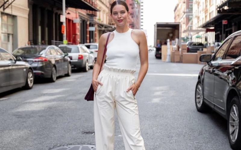 A calça pantacourt é uma boa opção para ir trabalhar em dias quentes. (Foto: Instagram/@emilydidonato)