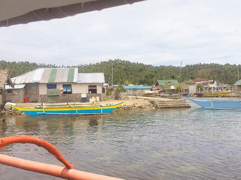O pastor Veds morou 5 meses em uma canoa para levar o Evangelho à comunidade de Samar. (Foto: AMG International)