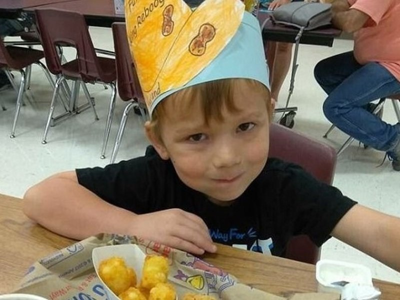 Ryland Ward tem seis anos e sobreviveu a cinco ferimentos a bala. (Foto: Facebook)
