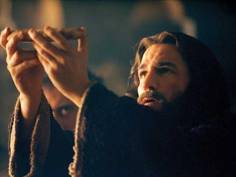 """Cena da celebração da última ceia, no filme """"A Paixão de Cristo"""", de Mel Gibson. (Imagem: Youtube)"""