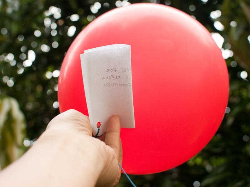 Imagem ilustrativa. A adolescente amarrou sua oração a um balão, que foi parar nas mãos de um pastor. (Foto: Reprodução)