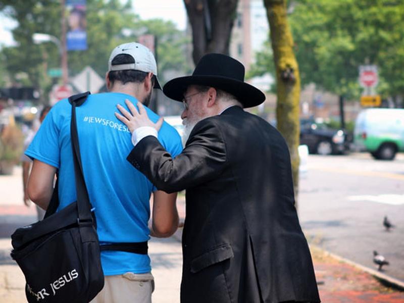 Judeus em todos os lugares estão compartilhando sua fé em Jesus, segundo autor. (Foto: Jews for Jesus)