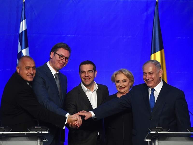 Primeiro-ministro Benjamin Netanyahu (direita) com os líderes da Bulgária, Sérvia, Grécia e Romênia em Varna. (Foto: EPA)