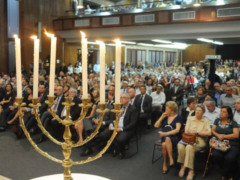 Sobreviventes radicados no Brasil participam de solenidade em homenagem às vítimas do Holocausto em 2018. (Foto: Eliana Assumpção)